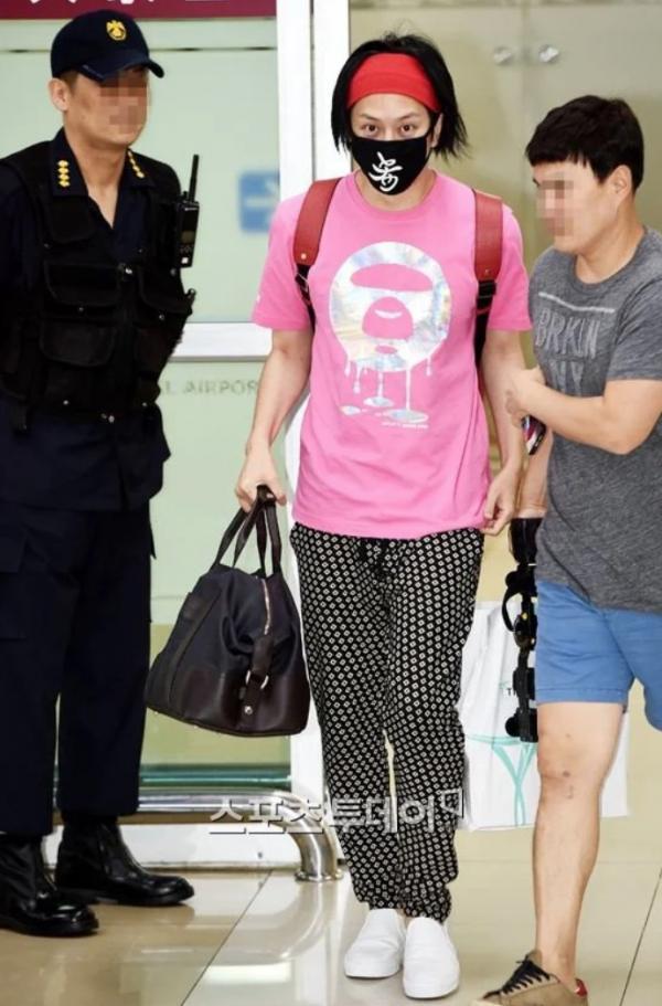 10個「絕對是得罪造型師」的韓國藝人NG穿搭 2NE1根本變成幼稚園嘉年華...