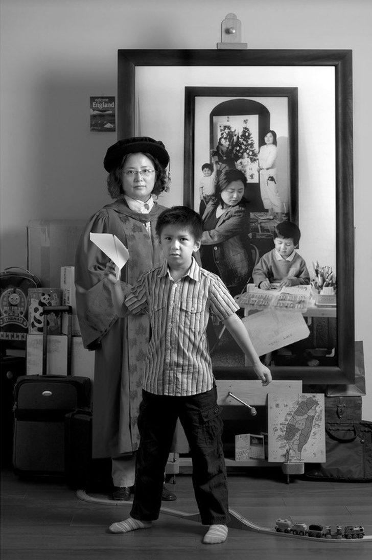 你媽到底多偉大!攝影師花17年拍「從大肚子→小孩子都國中」 變化最大的竟然是她眼角的皺紋...