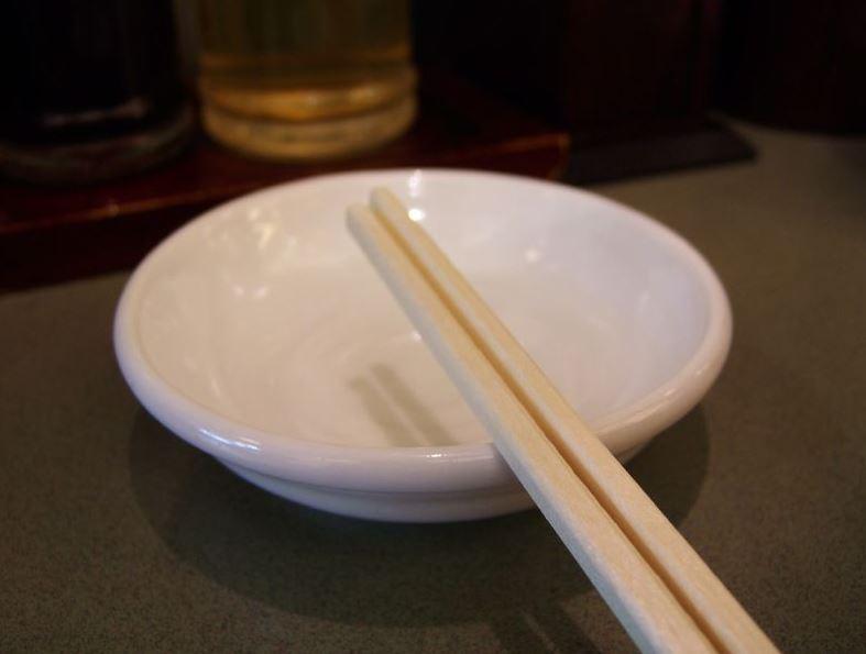 台灣人最容易犯!7個「會被視為超沒禮貌」的日本旅遊禁忌 筷子放錯就糟糕了