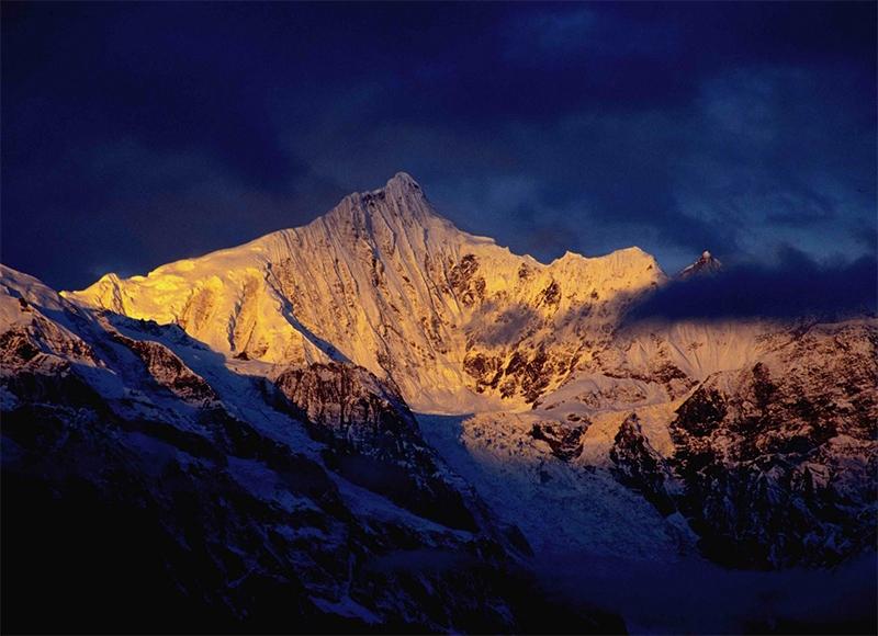 西藏卡瓦格博峰「山神居住地」至今無人攻頂 中日組18人小隊挑戰...全都被雪神收了!