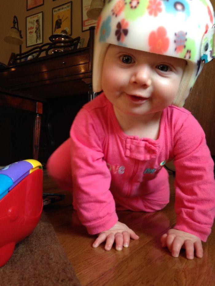 寶寶就是種無害!20張「頭頂安全帽」寶寶照 公主風真的讓人很想帶出門炫耀❤