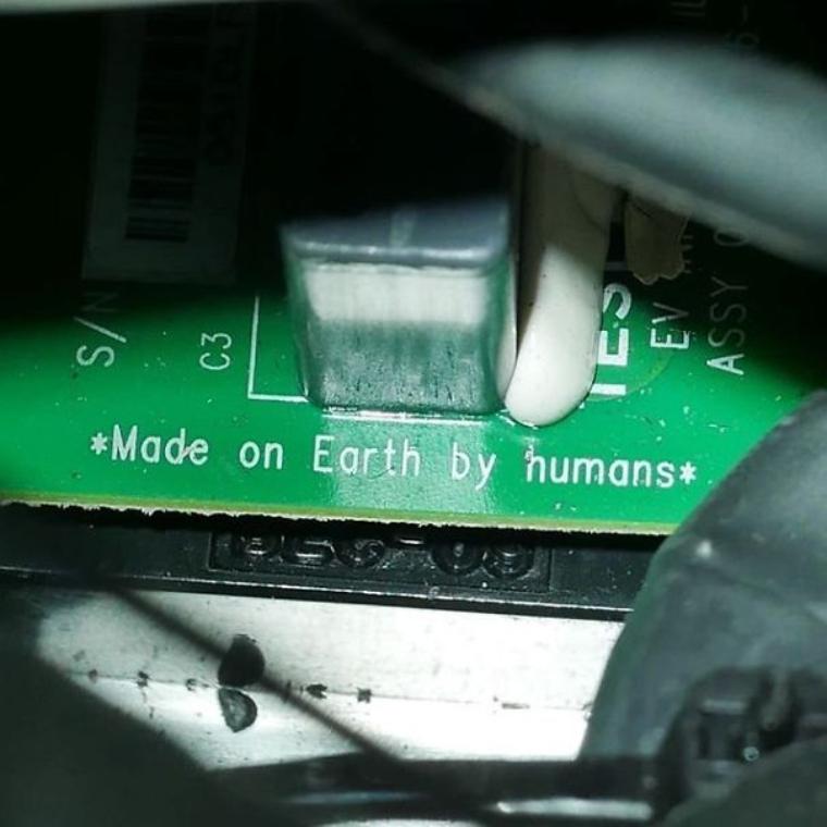 20個「藏在商品表面下」的超可愛秘密訊息 機車踏板上藏著摩斯密碼!