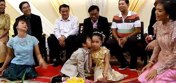 6歲男孩被說「生來帶業障」 22萬開心迎娶雙胞胎妹妹...家人:這樣就消災了!