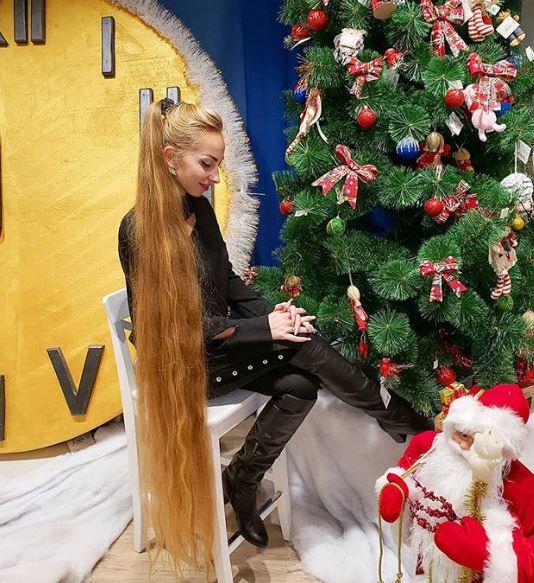 真人版《魔髮奇緣》!2公尺頭髮每天梳到睡著 長髮公主本人:5歲之後沒剪過