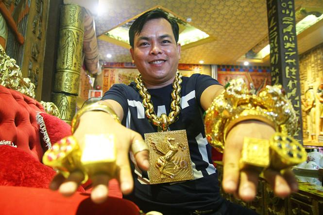 土豪哥都要隨身帶13KG黃金 出門「5大彪漢」包圍只因為算命的提醒:這樣會讓你重生
