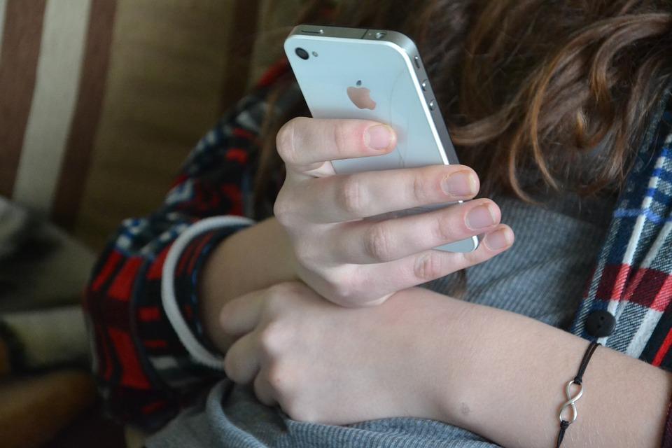 17歲小帥弟為跟風「摘腎買iPhone」 7年後「大發作」躺床貼光家產...手機只值89元!