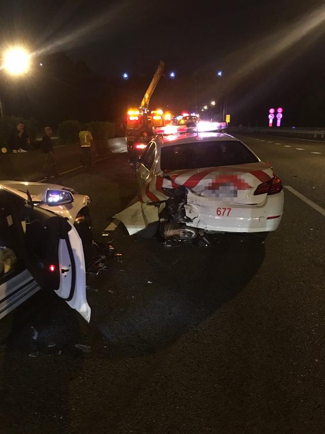 特斯拉詭異開啟「自動導航」系統 台第一起凹到車頭毀掉...玩家傻眼:這樣高速公路也太可怕!