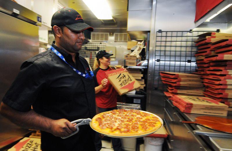 電話號碼只差一個字…他向披薩店經理反應卻被飆罵  展開「機智報復計劃」直接讓店關門大吉!