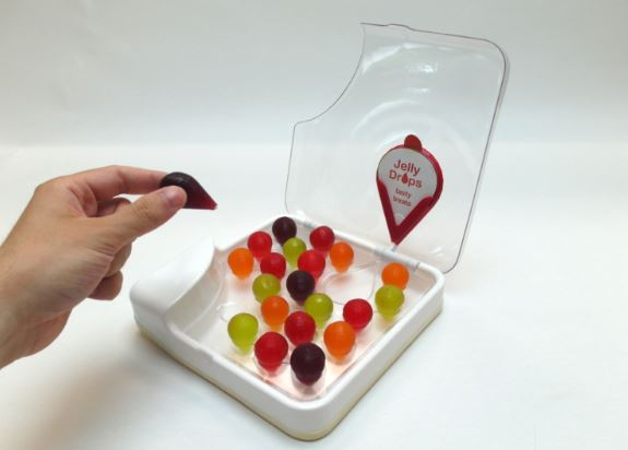 老奶奶對水有種莫名抗拒 大學生發明「壞壞夢幻繽紛糖果」內餡竟然包開水!