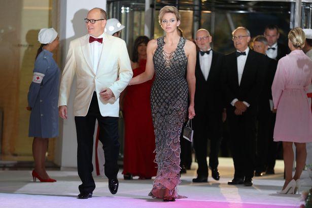 梅根天價時尚!「一年穿2400萬」稱霸全歐洲皇室 凱特還只有她的1/5  ͡° ͜ʖ ͡°