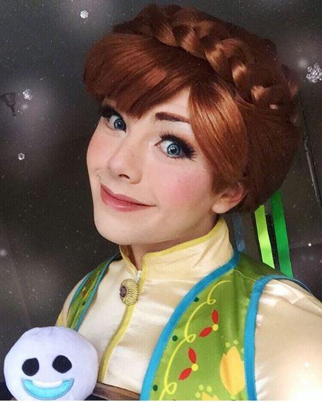 仙女Coser神還原迪士尼角色 「一人包辦美人魚+王子」卸妝後卻嚇壞眾人!