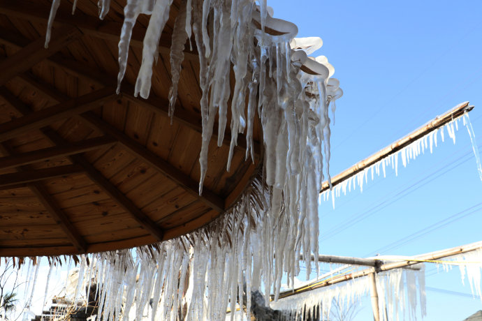 小鎮村超想變成冰雪世界 用「自來水」灑一整晚...隔天日出瞬間變「南極美景2.0」