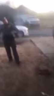 副警長被小狗狂吠生氣吼「再吵就射你」 20秒後「砰」一聲讓牠閉嘴...再暴怒逼近狗主人!