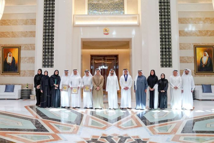 阿拉伯頒發「性別平等獎」得主超平等 一整排「男政府官員」笑咪咪領獎