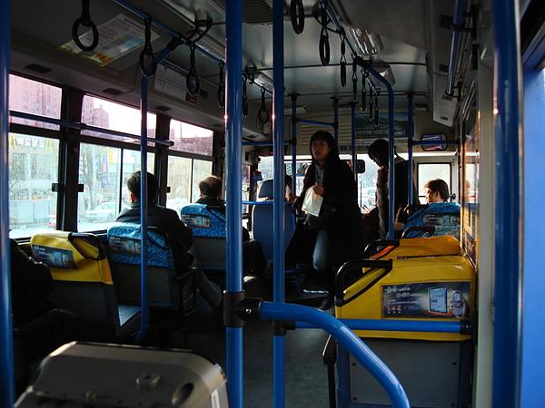 台灣公車可以考慮!日韓公車「神秘按鈕」 竟然出現找錢功能...通勤族一個月直接省3000