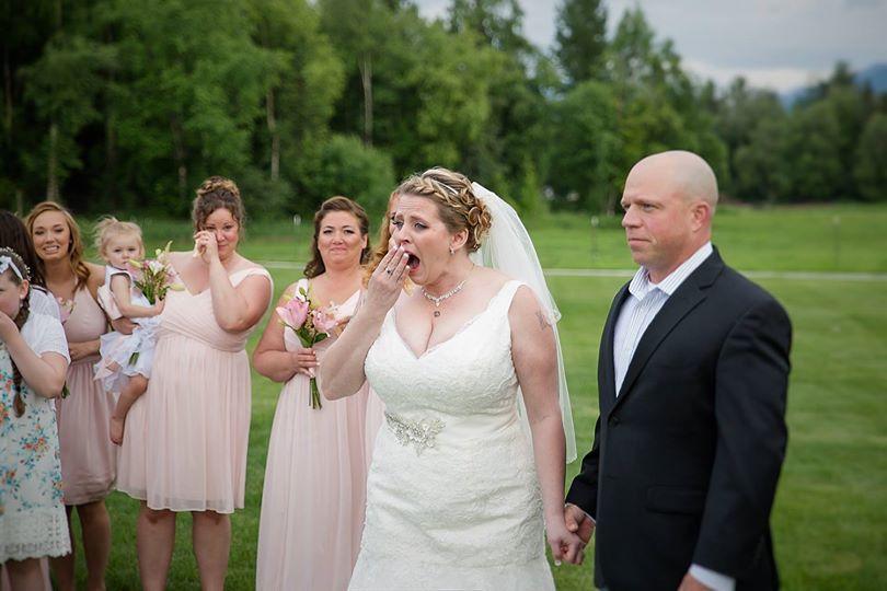 年輕媽媽兒子19歲離世 在婚禮上「活著的兒子」出現給她充滿愛的擁抱