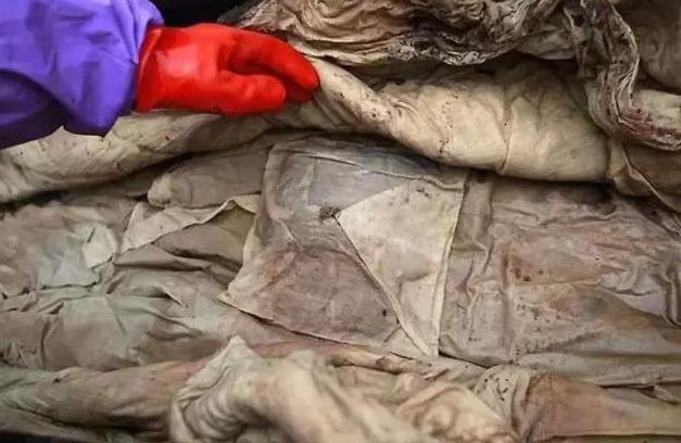 挖地基卻「挖到600年前的女人」!皮膚狀態根本剛下土 超狂防腐技巧考古學家全傻掉