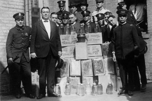 政府曾用「飲料」控制人民...1萬人「多喝1杯」就被寫到生死簿上!