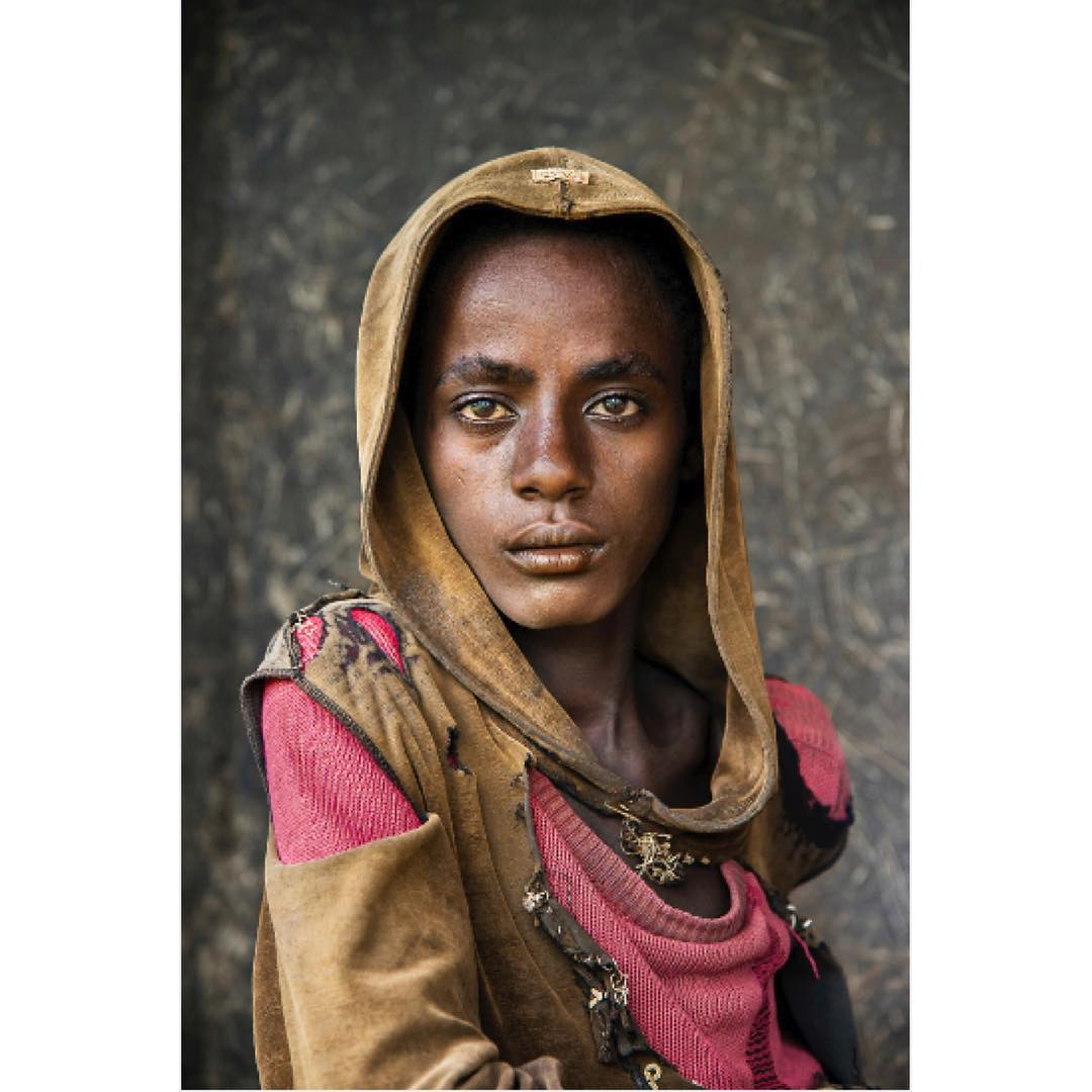 19雙「即使重新投胎也不一定擁有」的美麗瞳孔 孔雀綠眼睛倒映整個世界!