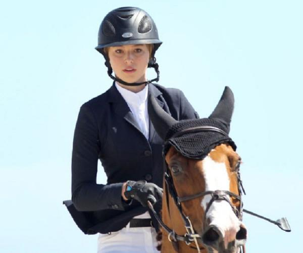 賈伯斯19歲小女兒美豔照曝光!不走爸鋪好的「執行長路」 選擇騎馬奔騰釣到金龜婿...根本人生勝利*2組