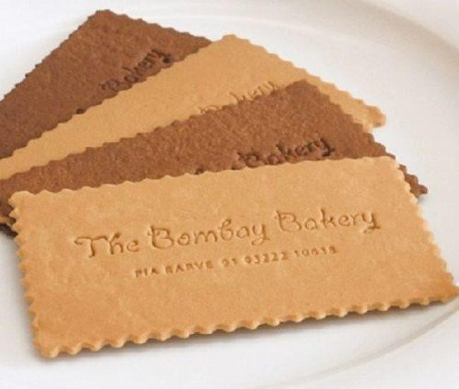 20張「讓你訂單接到手軟」的創意名片 牛排館的「一張白紙」要烤過才能看到字!