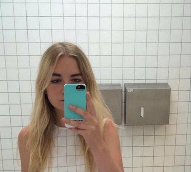 17個「0違和感融入背景」的爆笑人類 穿著經典格紋走進廁所...鏡子裡的你只剩下頭!