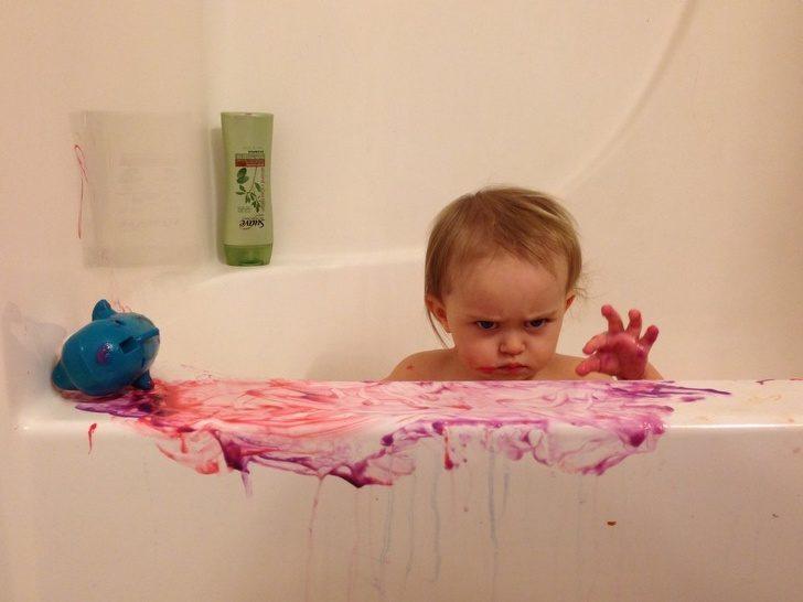 17個「讓你懷疑自己基因出現問題」的頑皮寶寶 才走開1分鐘...寶寶瞬移泡進馬桶!