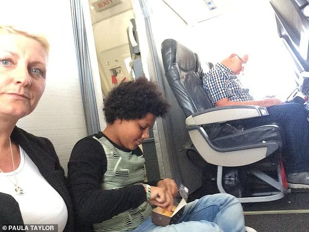 花5萬買機票才發現「座位在地上」 投訴還被眼盲空服員喊:沒有這種事啦!