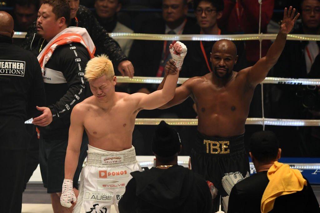 139秒狂賺2.8億!炫富型拳王秀出「日本送上的錢磚」 換算完...這下真的尷尬了!