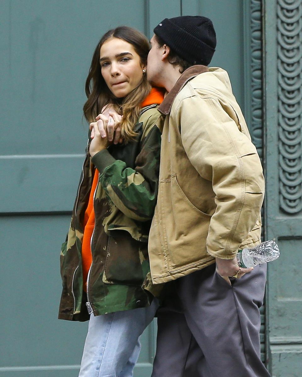 換女友速度根本趕火車!貝克漢帥兒布魯克林「無縫」新女友 紐約街頭擁吻超甜♥