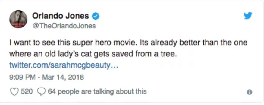 他男扮女裝化身「艾莎女王」 意外用「洪荒之力」幫警車脫困…網友讚:你才是真正的英雄!