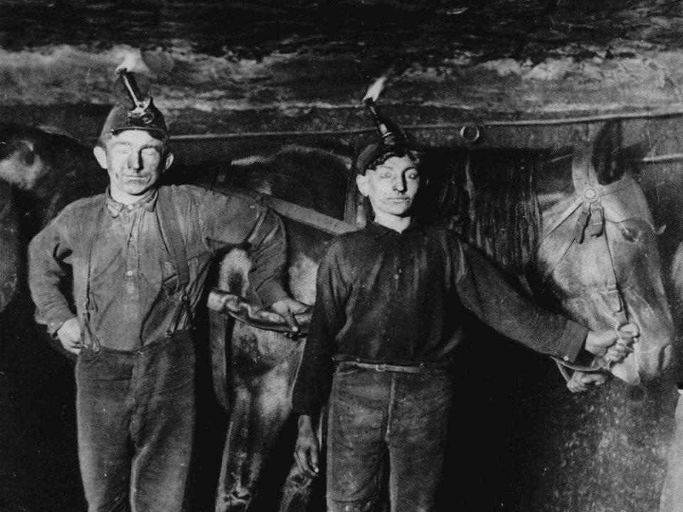 16件「100年前就像家常便飯」的超荒謬日常 當時沒有室内廁所...解決方法好害羞