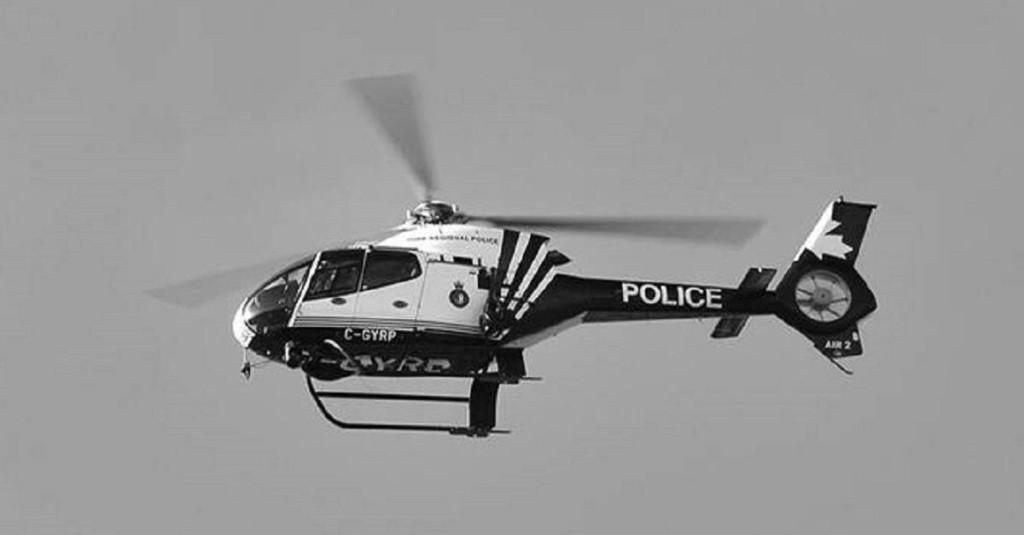 警察搭直升機還是跟丟...超機智小孩用「身體當指示」瞬間把壞蛋搞定