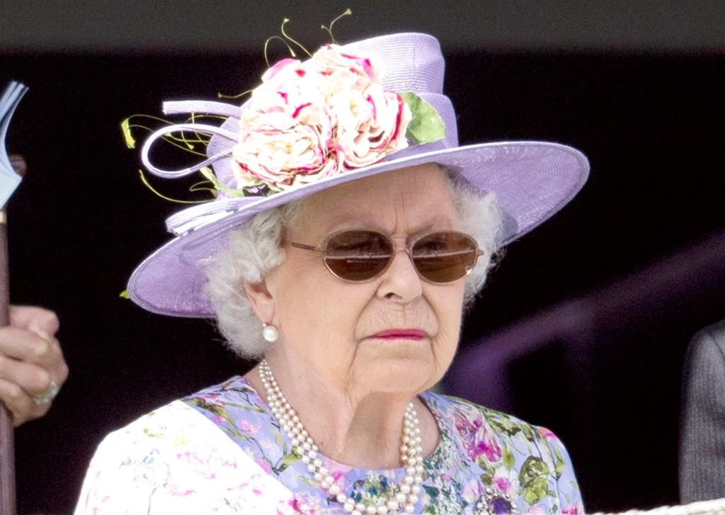 他曾經翻牆2度潛入皇宮 赤腳走進臥室嚇壞「熟睡的女王」…最後卻被請一杯酒!