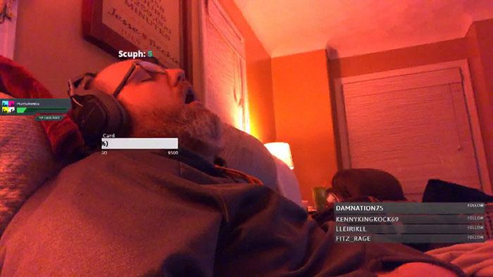 遊戲哥在直播中不小心睡著 卻有「200人在線等他起床」狂喊:快來見證這個傳說!