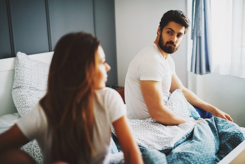綠光罩頂到周公看不下去!連續3天「夢到女友偷吃」 他驚醒逼問2次…瞬間床單濕透了