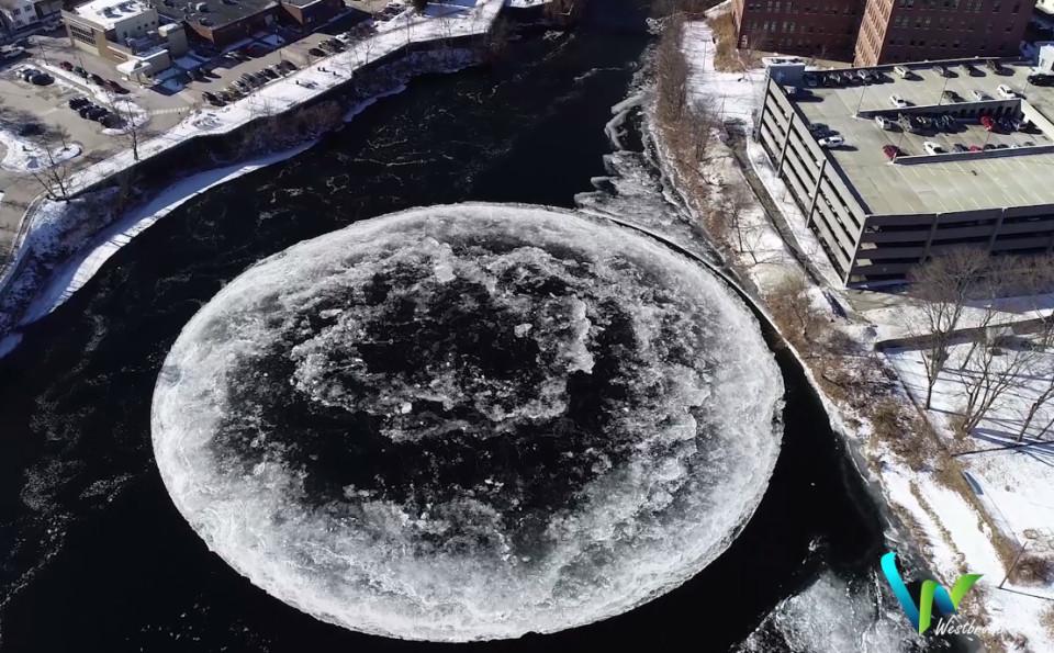 連物理學都解釋不了...美國河面出現「巨大冰盤自體旋轉」 空拍畫面驚見超不科學圓周!