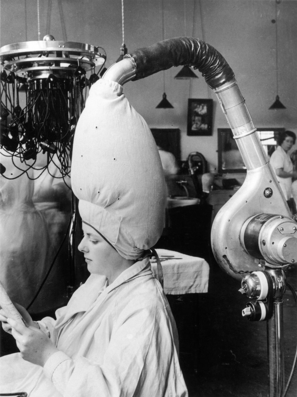 20個第一次出現在人類眼前的「100年前電子產品」 以前的冰箱真的用「冰塊」在冷凍食物!