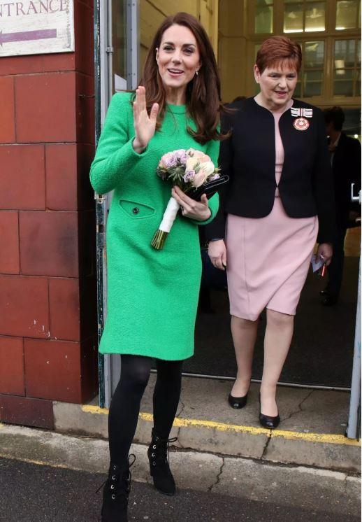 凱特出席活動綠色長裙上卻藏「看懂了就回不去」的爆笑亮點 粉絲抖:為什麼要森77 QQ