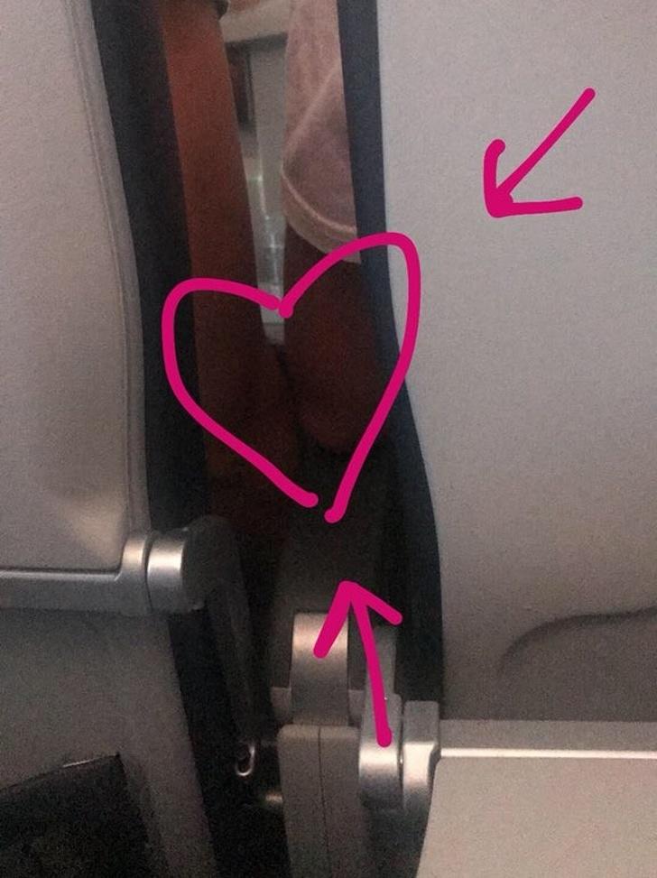 機上要求換位卻換出「電影級浪漫邂逅」 她轉播「一起去廁所」90萬人都在看!
