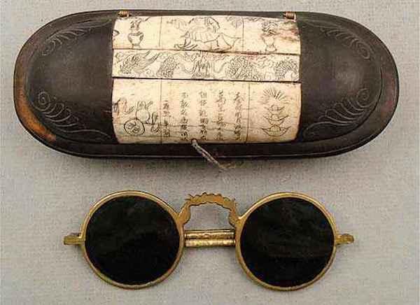 10個「超廢但是很有趣」的歷史事實 以前的法官要「戴墨鏡」才能辦案!