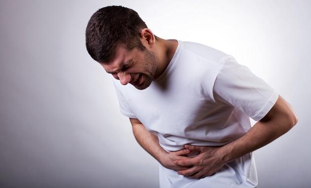 28歲男狂吃宵夜「胃病到末期」才發現...醫生警告「這2種食物」千萬別多吃!