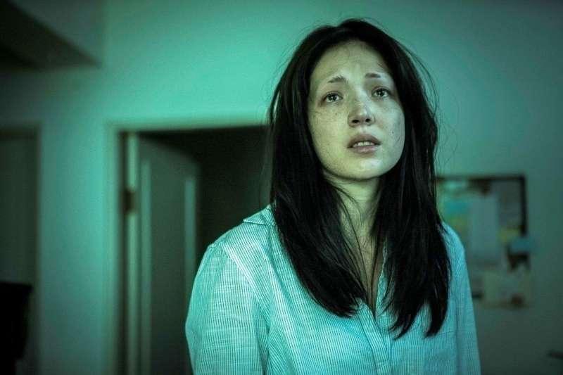 少女每天睡不飽「眼白發黃、全身疤痕」 廟公一看嚇傻:這要找醫生,我不行