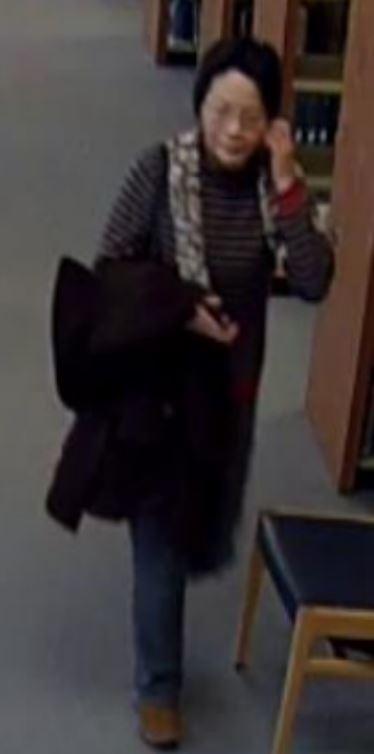 校園貼滿「小心這個恐怖大媽」的警告標語 校警超無奈:因為她兒子太魯...