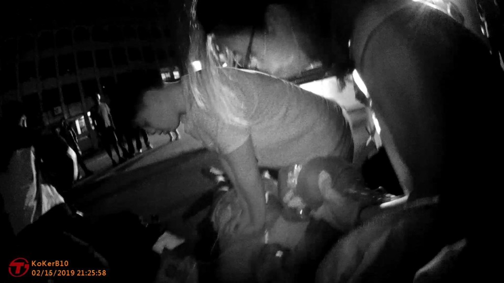 去操場跑步卻忽然昏倒...警察找到「16歲小英雄」 他靠國中學的CPR把命救回來!