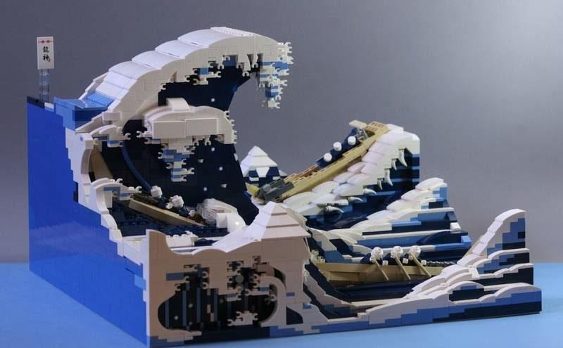 日本神人用上萬個樂高複製「浮世繪」名畫 巨浪中的「3艘小船」才叫真功夫
