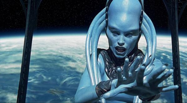 藍隊!《阿拉丁》神燈精靈爆紅 網友幫P「歷代電影藍色角色」你意想不到的人也出現了