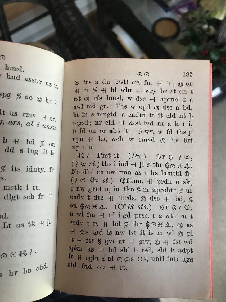 17個「比中頭彩還罕見」的奇怪發現 在阿姨家裡找到詭異「符號文字書」!