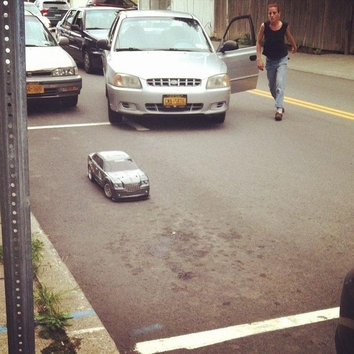 20張「停車場比八點檔還精彩」爆笑照 腳踏車佔停車格他霸氣一丟...車主都要哭了