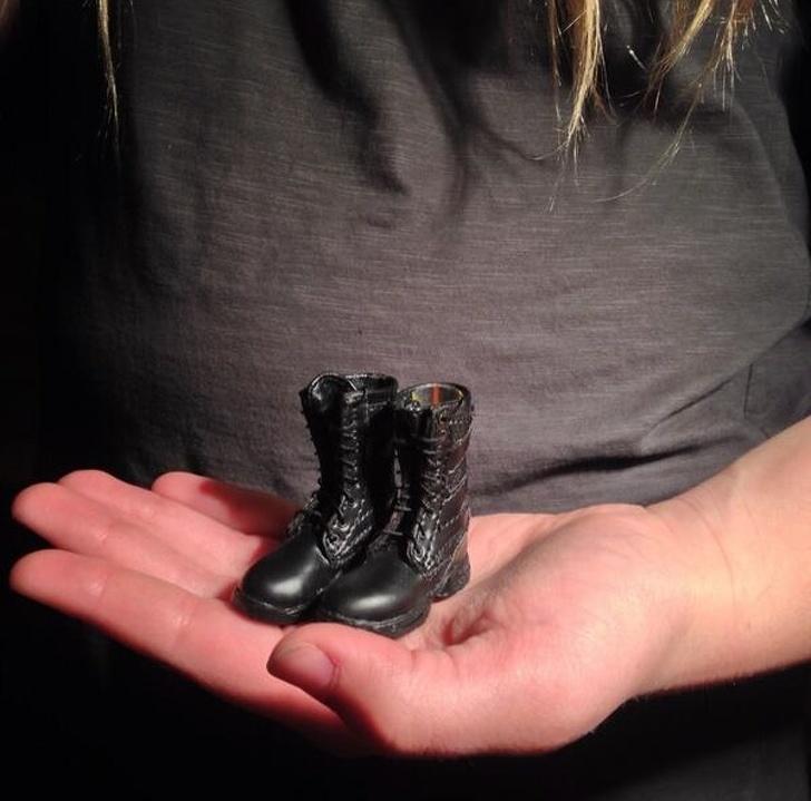 15個「把顧客當白癡」的超傻眼設計 在網路上訂了一雙靴子卻只有「手指穿的進去」